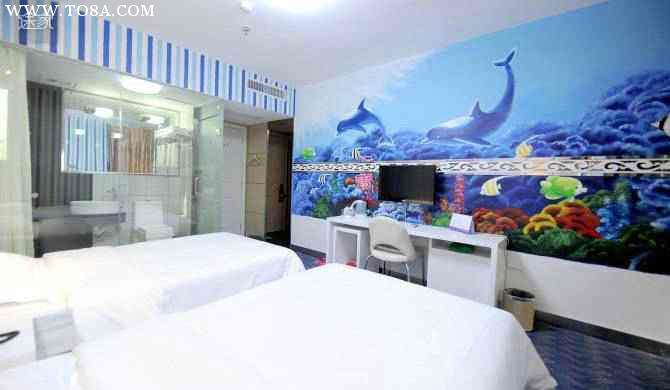 昆明彩绘公司告诉你客厅装饰画哪种好.jpg